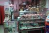 Кондитерский отдел в продуктовом магазине маленькая