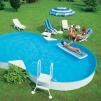 Прохладный бассейн в знойную жару маленькая