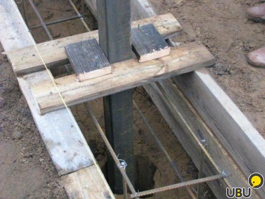 Фундамент под бетонный забор