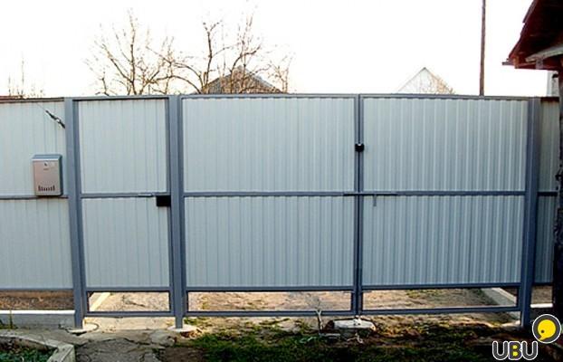Распашные ворота из металлопрофиля своими руками