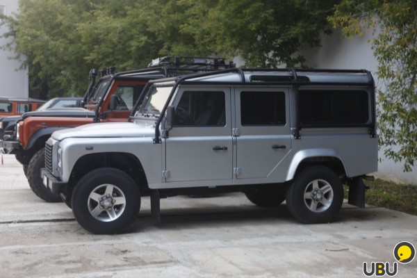 Land Rover Defender фото 1